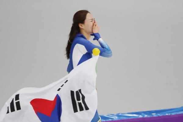 Speedskater Lee Sang-hwa wins silver in 500 meters
