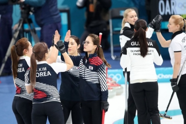 Korean women's curling team clinches 1st place in round robin