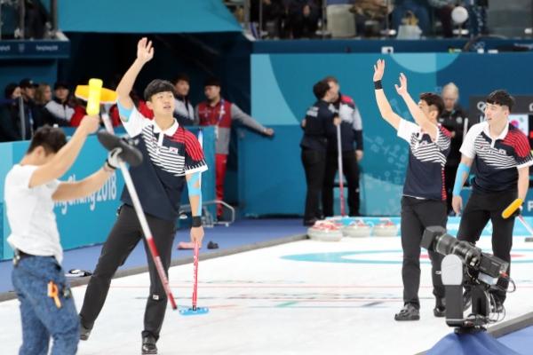[PyeongChang2018] Korea's male curling team beats Japan in last round-robin match