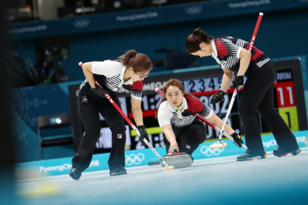 [PyeongChang 2018] Women curlers glide smoothly into final four