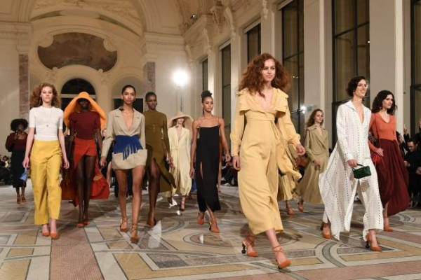 [Photo News] A glimpse into fall-winter trends at Paris Fashion Week