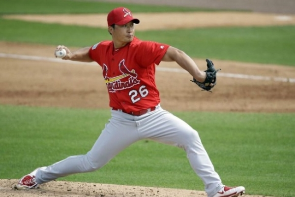 Korean pitcher Oh Seung-hwan joins Blue Jays' camp, says no problem with elbow