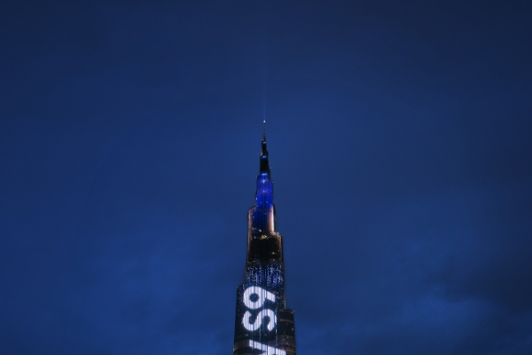 [Photo News] Galaxy S9 shines on Burj Khalifa