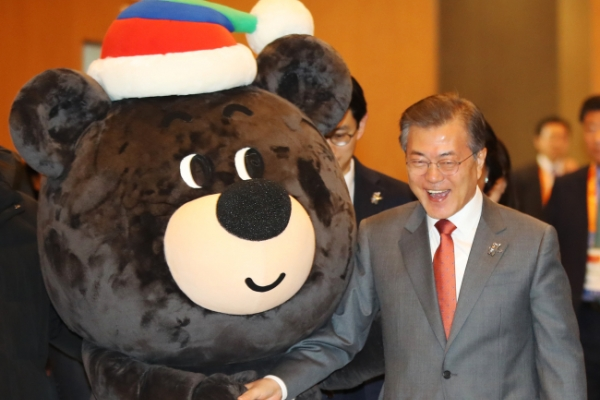 Moon hails PyeongChang Games for making Korean peace a possibility