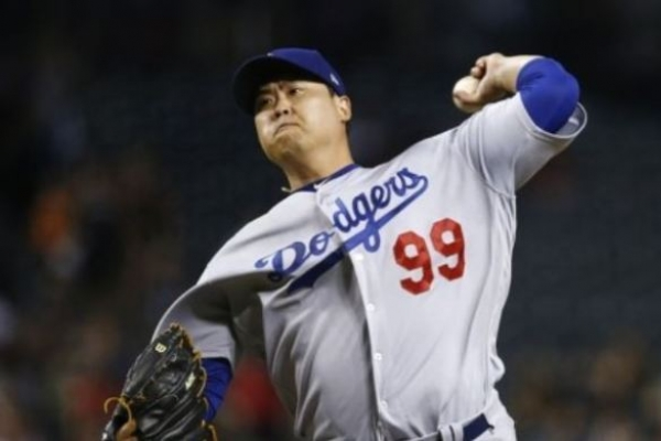 Dodgers' Ryu Hyun-jin shaky in 1st official spring training start