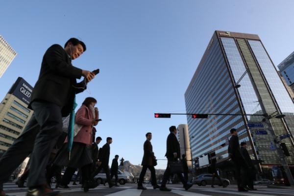 View gap between Korean, Japanese men on income, job status, marriage