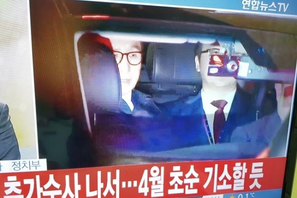 Seoul court issues arrest warrant on Lee Myung-bak