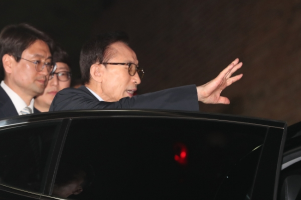 Ex-President Lee arrested on corruption charges