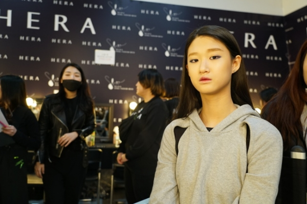 [Video] Backstage of the 2018 fall-winter HERA Seoul Fashion Week