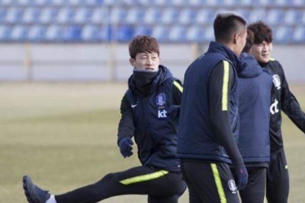 Korean footballers vow to perform better vs. Poland