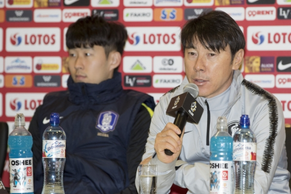 S. Korean football coach hints at changes for friendly vs. Poland