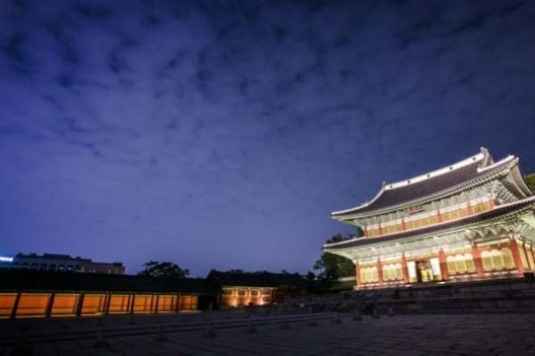 Seoul's royal palaces throw open gates for tours