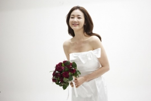 Choi Ji-woo's wedding garners attention in and out of Korea