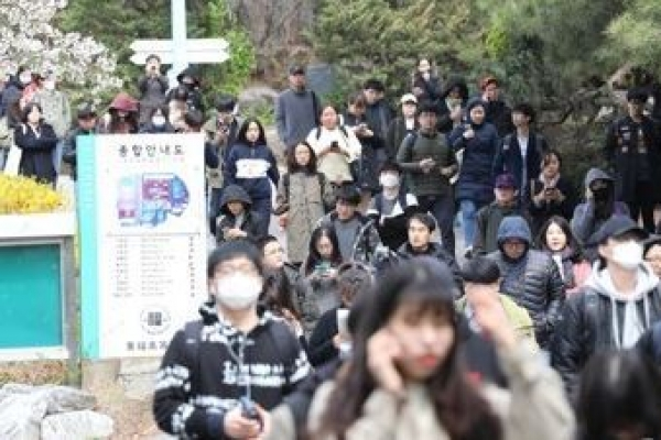 About 440,000 South Koreans prepare for civil service exams