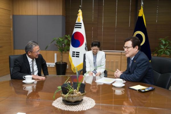 [Photo News] AIA Group head meets FSC Chairman