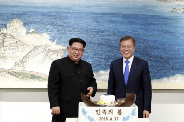 [2018 Inter-Korean summit] AP reporter views swing in Korean relations with wary hope