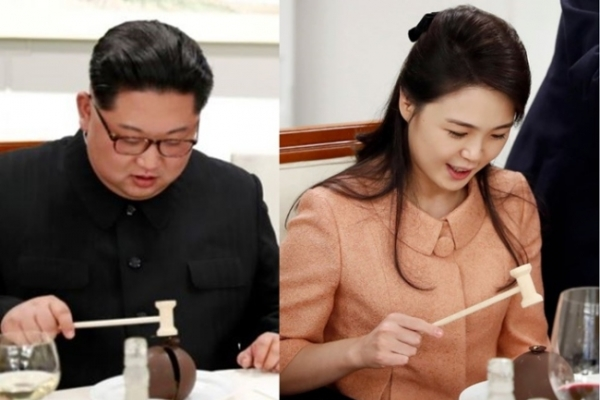 [2018 Inter-Korean summit] Kim Jong-un, Ri Sol-ju 'fascinated' with mini-hammer