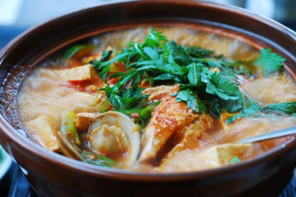 [Home Cooking] Domi Maeuntang (Spicy fish stew made with red snapper)