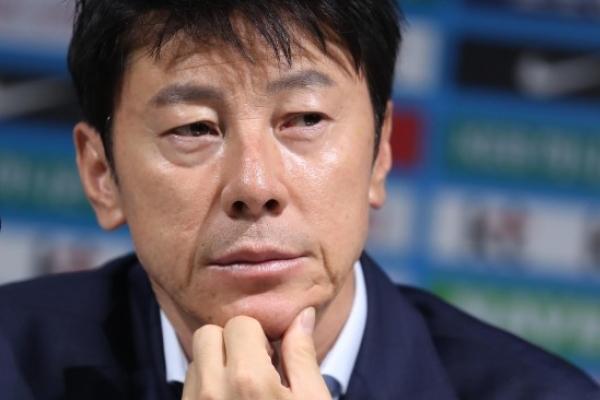 Natl. football coach to enact social media ban during World Cup