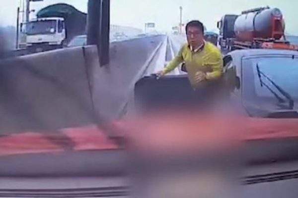 [Video] Intentional crash on highway saves lives
