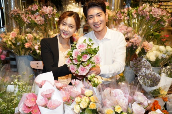 'Rose Day' brings attention to symbolic meaning of rose colors, bouquet size