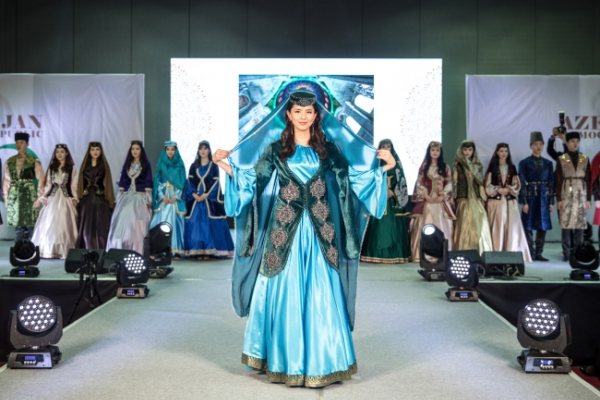 Azerbaijan illuminates catwalk with national costumes