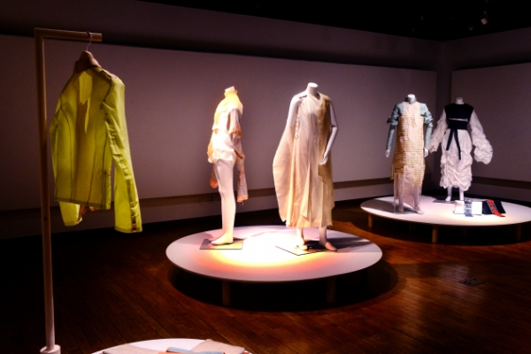 Fashion diplomacy links 'Two Ethos'