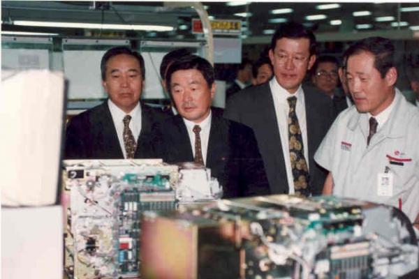 [Photo News] Late LG chief Koo Bon-moo's life in photos