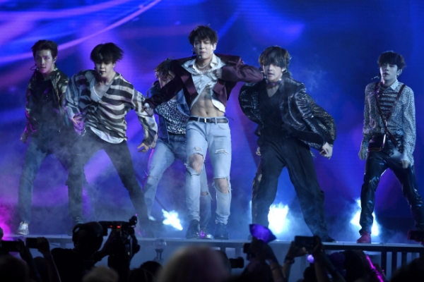 [Photo News] BTS delivers another energetic Billboard performance