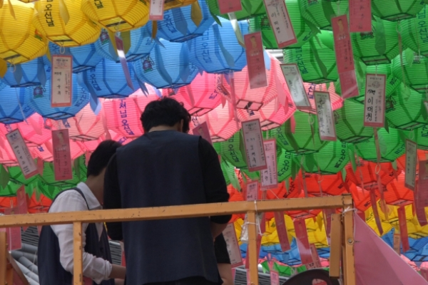 [Video] Koreans flock to temples to celebrate Buddha's Birthday