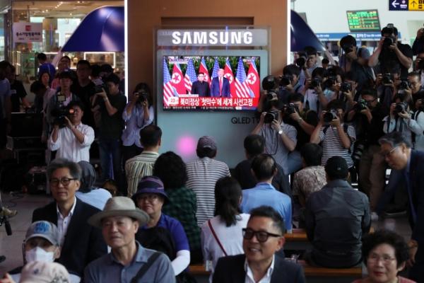 [US-NK Summit] S. Korea buzzing with talk of Trump-Kim summit