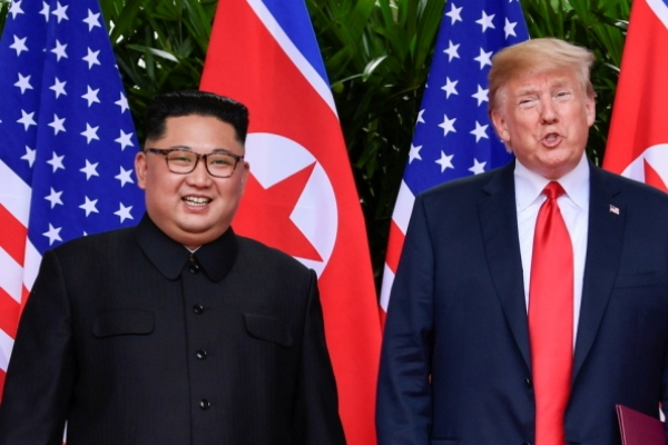 [US-NK Summit] Alone time: Trump, Kim Jong-un ditch aides to meet 1 on 1