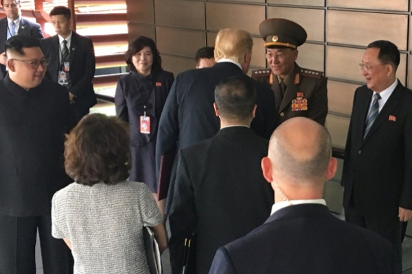 [US-NK Summit] Kim displays grip on military by having defense chief attend lunch