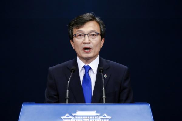 [US-NK Summit] S. Korea's Moon says US-N. Korea summit will write new history of peace