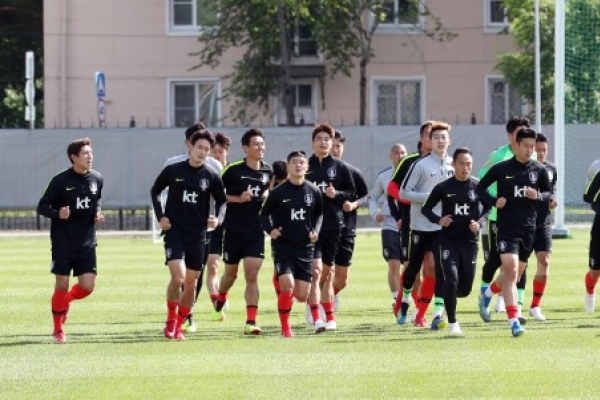 S. Korea open 1st training in Russia in front of supporters