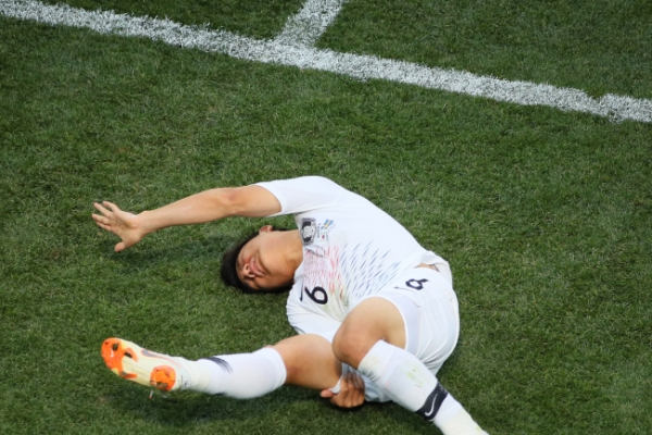 [World Cup] Korean left back to miss rest of tournament with hamstring injury