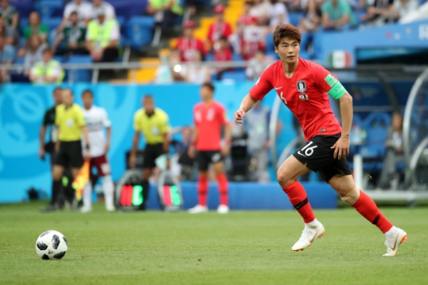 [World Cup] S. Korean captain doubtful for next match after leaving loss on crutches