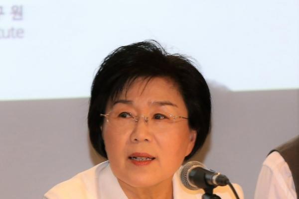 Communication professor to be laureled for bridging Korea, world