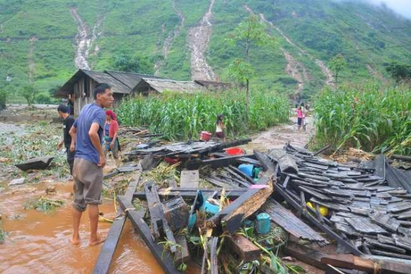 15 dead in Vietnam flash floods, landslides
