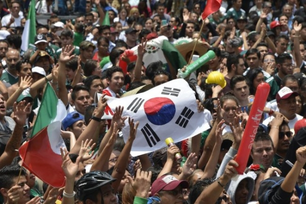 [World Cup] Mexican soccer fans burst out brotherly love for Korea