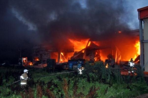 Large fire burns through sweet potato packing factory