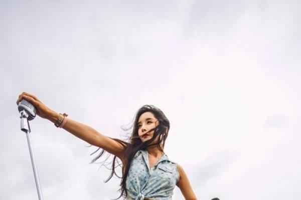 Transgender singer Ha Ri-su readies new album