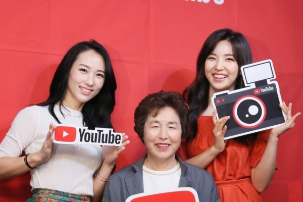 [Video] Housewives on YouTube: From cooking, home training to tech reviews