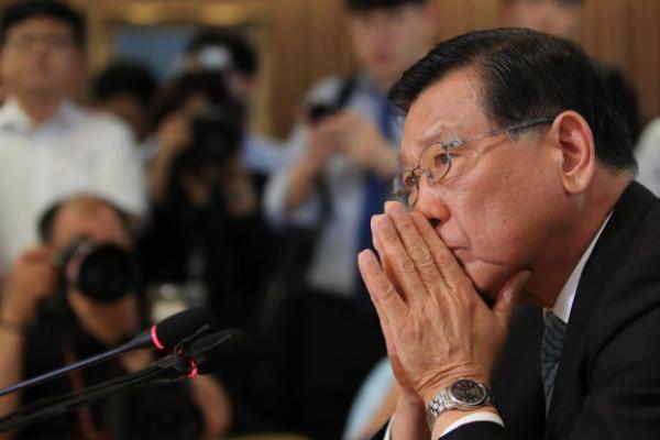 [Newsmaker] Kumho chairman under siege over 'no-meal' fiasco, alleged profiteering