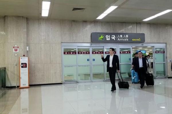 귀국한 이재용 부회장, 삼성 '최대 100조' 투자 검토하나