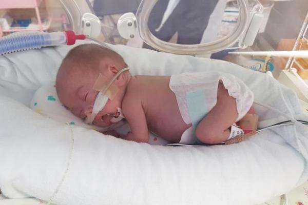 Korea's smallest preemie survivor heads home