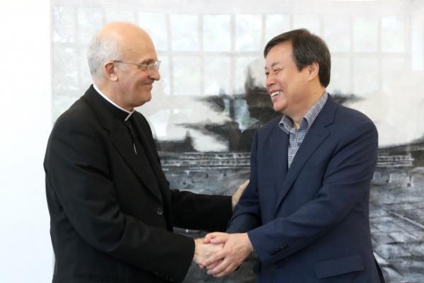 Culture Minister meets Vatican diplomat to S. Korea