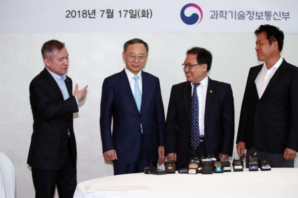 [Photo News] 5G pact