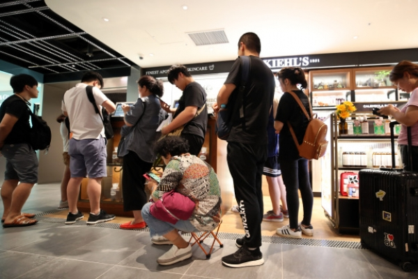 [Video] Duty-free store offers broadcast zone for influencers