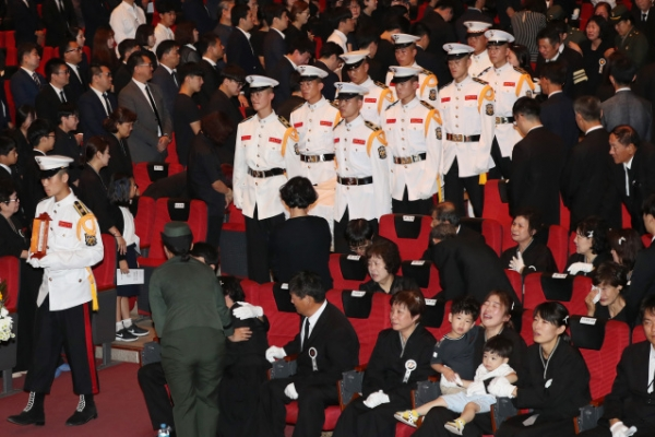[Newsmaker] Soldier victims of chopper crash honored in funeral service